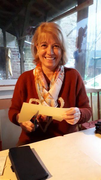 Ulrike Oettinger schneidet Sterne